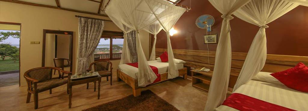 Pakuba Safari lodge twin room